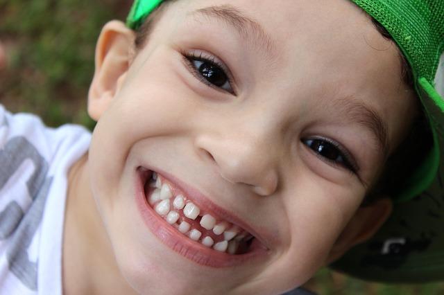 crianca-dentes